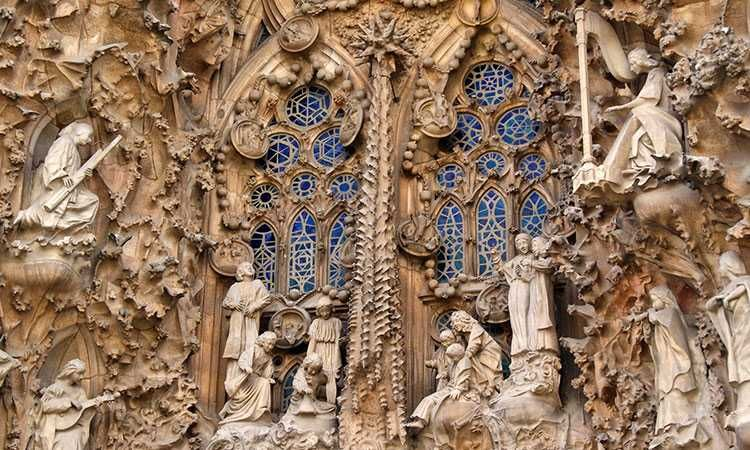 Sagrada Familia: Guided tour with skip-the-line ticket & tower access