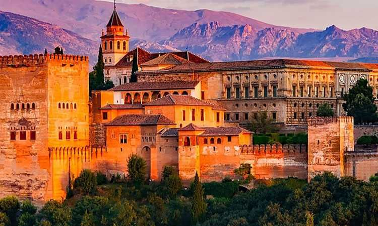 Granada: 1 or 2 day tourist train ticket with multiple stops