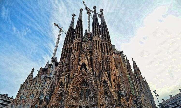 Sagrada Familia: Skip the line ticket & Guided Tour in Spanish