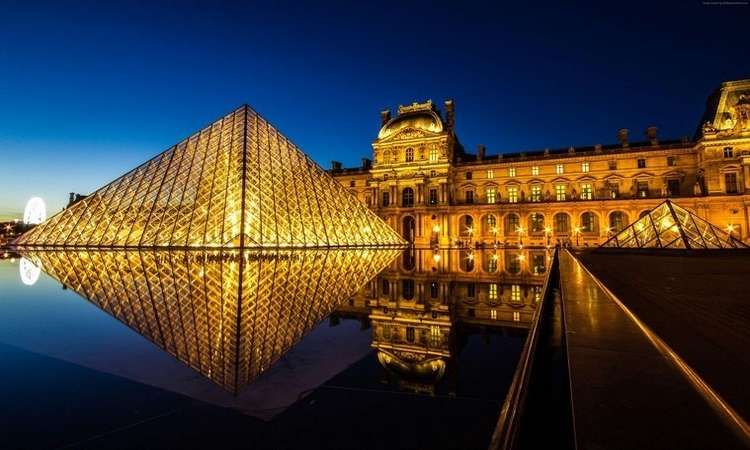 Louvre Museum By Night Experience