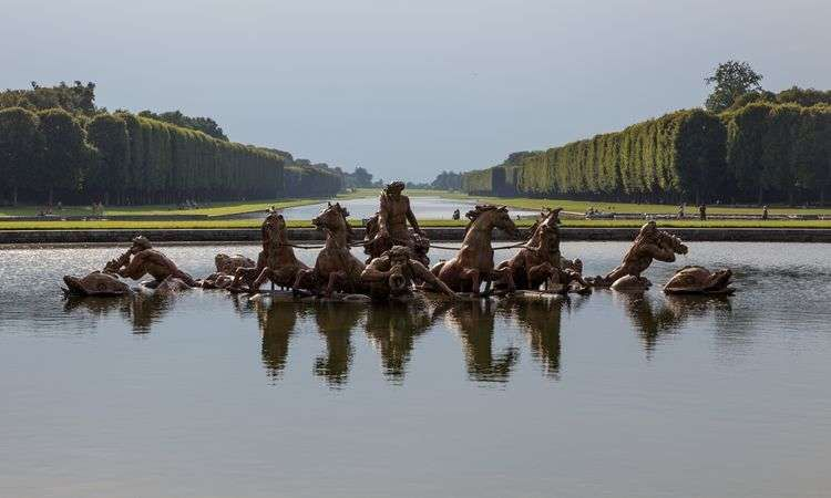 Express transfer to the Versailles Palace with Skip the Line Entrance Ticket
