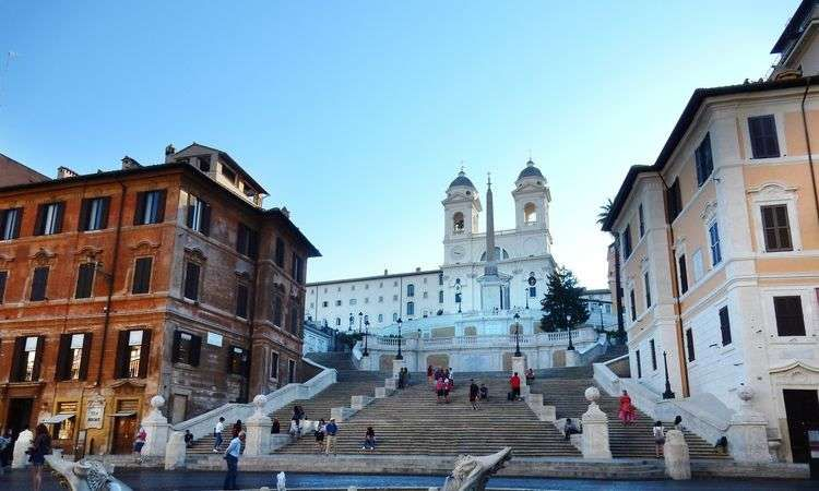 Walking tour of Rome with traditional Italian ice cream tasting