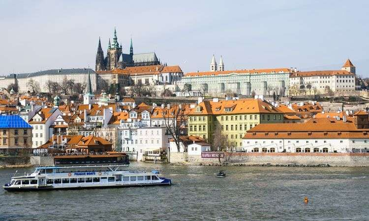 50-minute Prague sightseeing cruise
